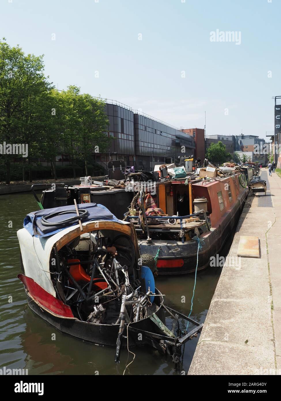 Certaines maisons de canal sur le canal Regents près de Kings Cross à Londres Banque D'Images