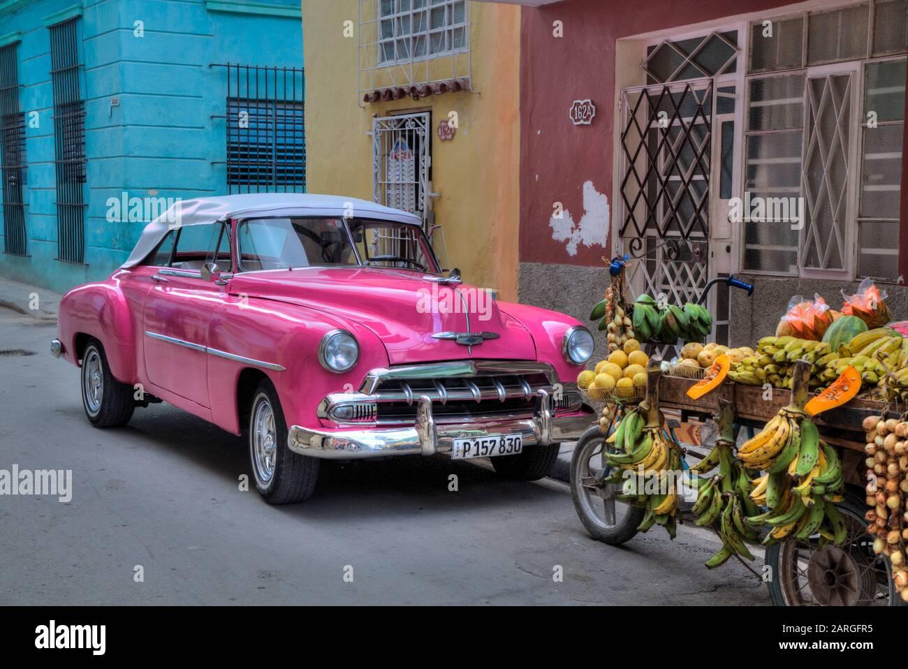 Vieille Voiture Classique, Vieille Ville, Site Classé Au Patrimoine Mondial De L'Unesco, La Havane, Cuba, Antilles, Caraïbes, Amérique Centrale Banque D'Images