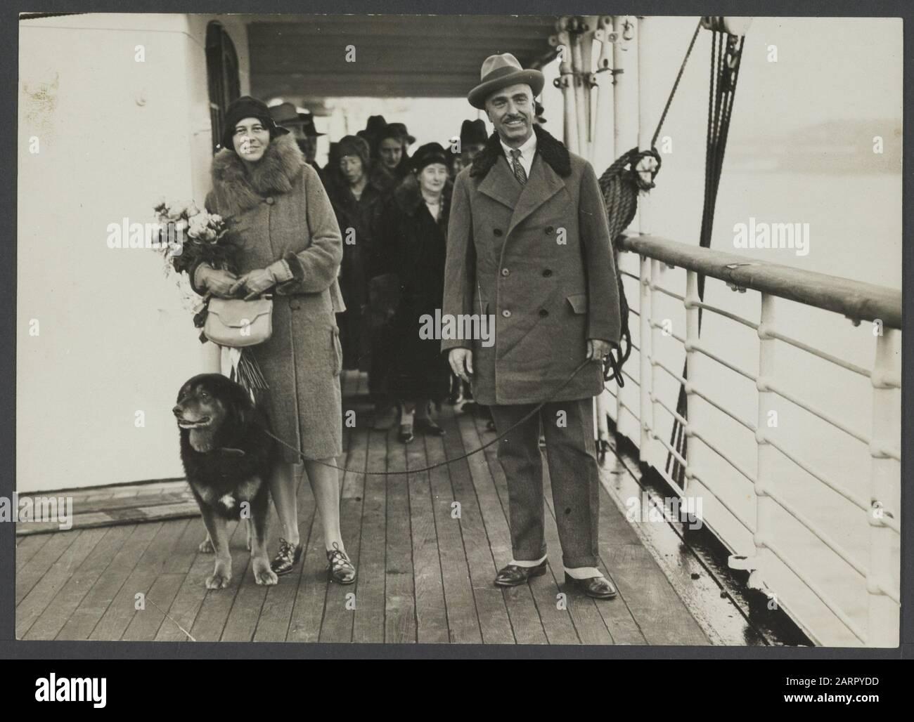 Pays-Bas le couple Fisherman - Hooft à leur retour aux Pays-Bas après la deuxième expédition Karakorum avec le chien Patiala Date: 1926/01/01 lieu: Pays-Bas mots clés: Chiens Nom personnel: Pêcheur, Ph.C., visser-Hooft, J. Banque D'Images