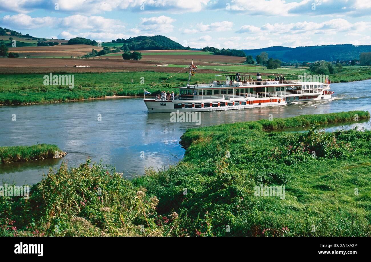 Bateau d'excursion sur la rivière Weser, Weser Hills, Basse-Saxe, Allemagne Banque D'Images