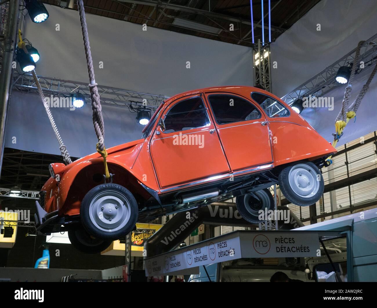 Citroën 2 CV au salon automobile classique Retromobile Paris 05/02/2020 Banque D'Images