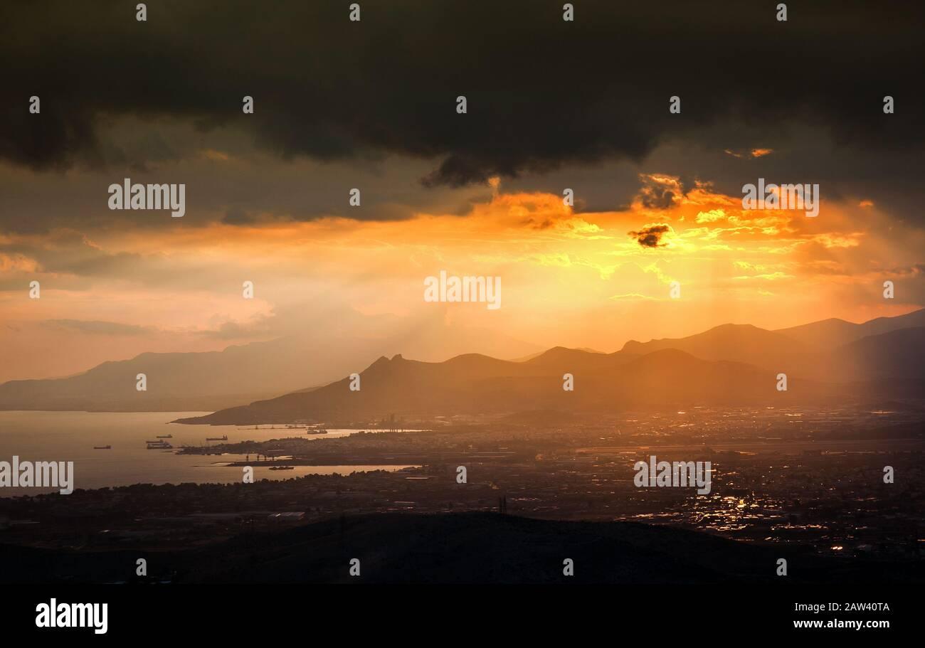 Un magnifique coucher de soleil à Attica - Grèce Banque D'Images