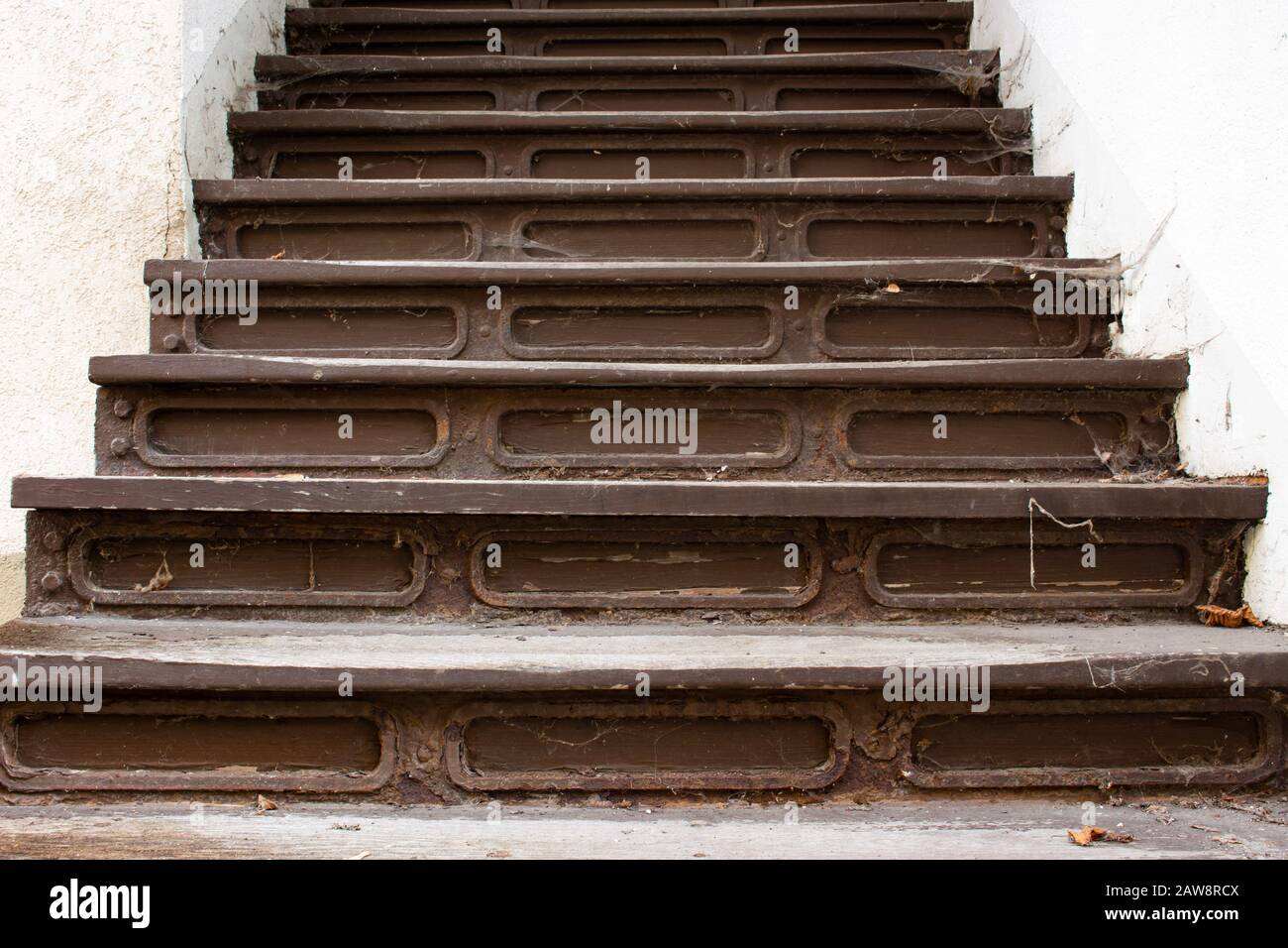 Escalier Bois Entre Deux Murs wooden stair old photos & wooden stair old images - alamy