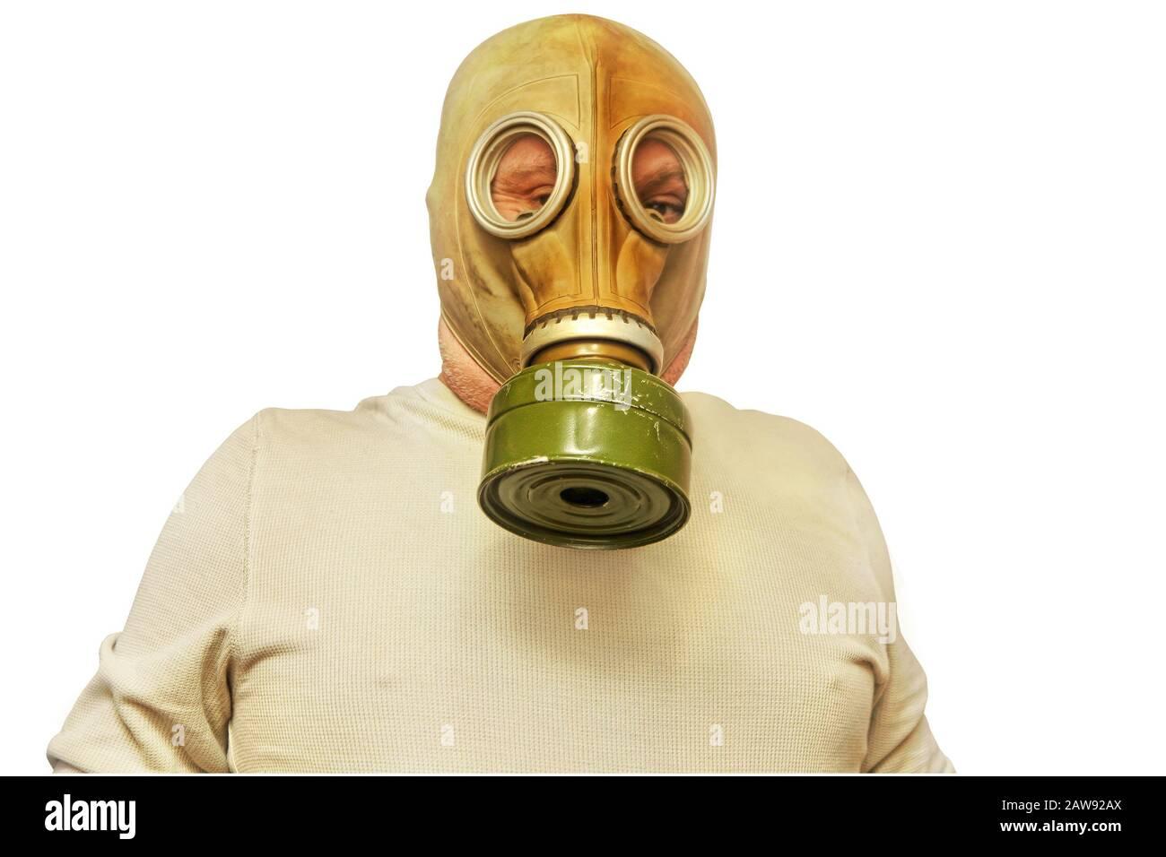 Concept du SRAS. Les hommes dans le masque à gaz ont pris la proximité isolée sur un fond blanc. Banque D'Images