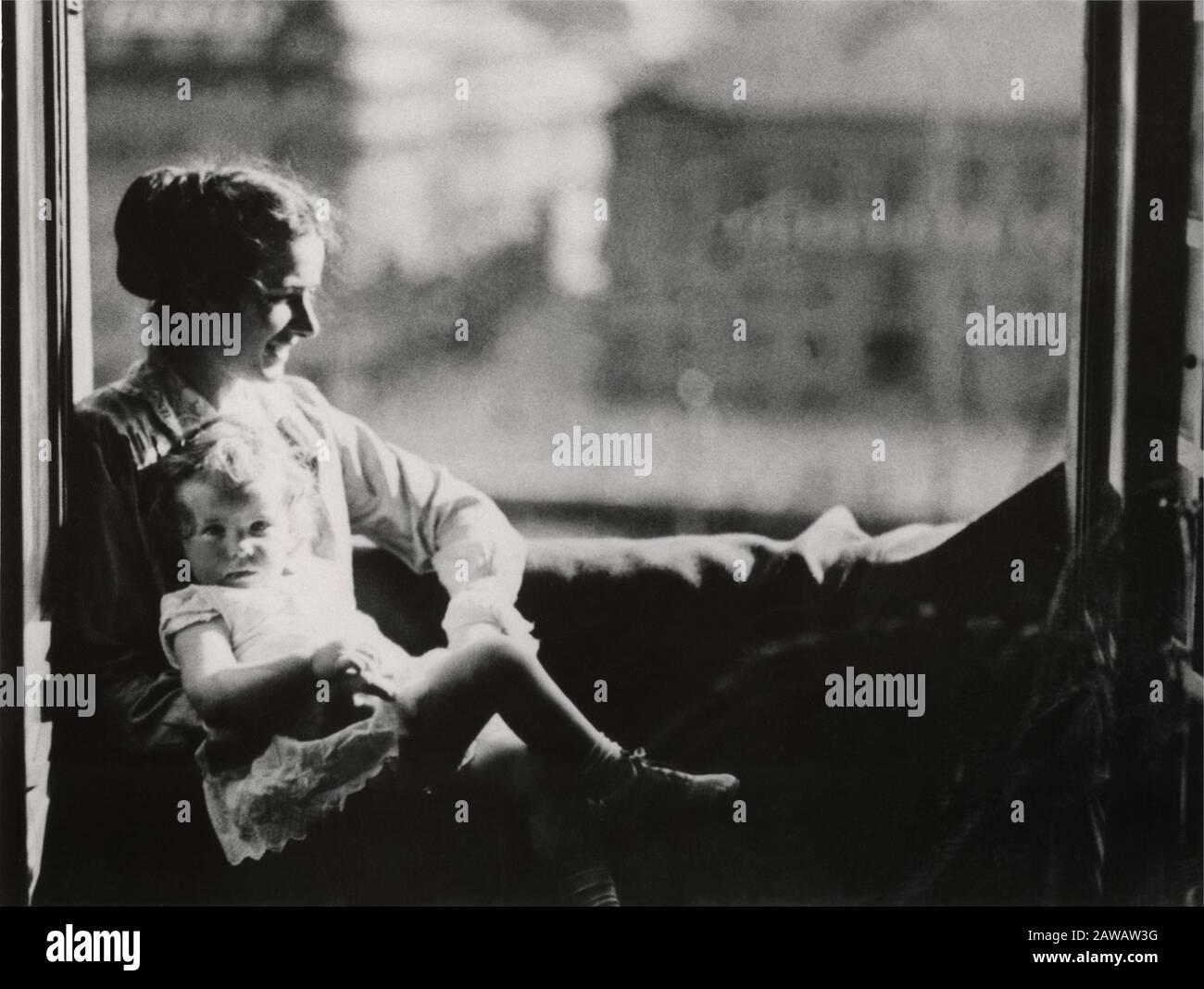 1918 ca. Stockholm, SUÈDE: L'actrice suédoise INGRID BERGMAN ( 1915 - 1982 ) avec la mère . Sa Mère, Friedel Adler Bergman, Hambourg, Germa Banque D'Images