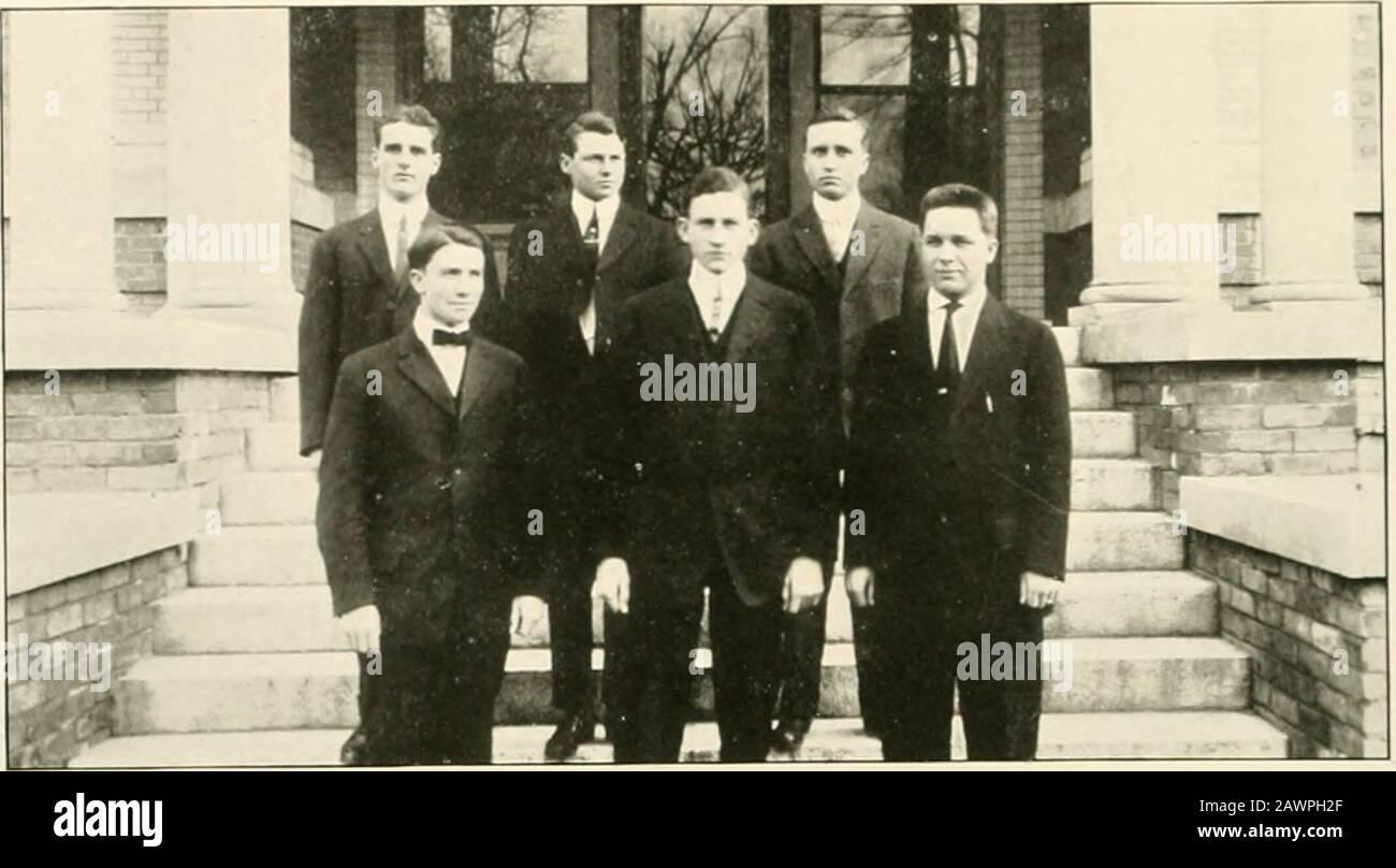 "Quips ET MANIVELLES - 1913 . m TFFT^ IHI. PK &CRMil""T1Jl^^J11T!3[^. J. B. DUFFIE .... H. D. CORISETT. Vs. K. Xash Tic Sumi^cr MEMBRES DU Club Président Vice-Président Secretarx-Treasiirer A. S<Ari;oRorr.ne. RowlandW. M. SiiAwK. N. SnAW {.. P. dicks. K. Xasii J. B. Duffie II D. Cimr.ETT E. E. Jones iwnfHinp^^cRAMK5tii^n iiai i Banque D'Images"