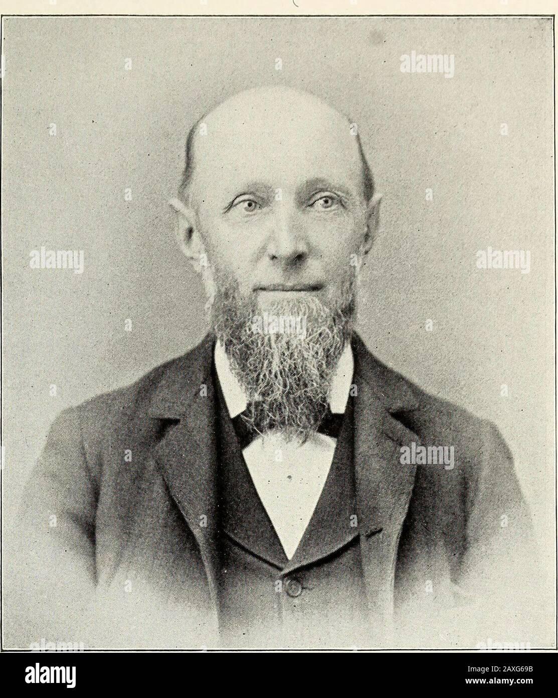 La vallée de Wallkill dans l'art et l'histoire . Rév. Liolu-ri Rruce Glark. PM R1 R( >BI R1 BRT < I CLARK lias est pasteur de l'église historique Goshen depuis le 1 janvier 1886, et dans le mi essoi Ol le Rev Snodgrass, qui à son époque était parmi le célèbre presbytérien • i . Shen durng les trente-six dernières années de sa vénérable vie. M. Clark est un Grad- ibersl ollege, Séminaire de l'Union, et est Identifié avec divers intérêts du village de beautiiul dans ih-- Église presbytérienne ol Goshen a été organisé en l'an 1720. Trois édifices ont été congrégation depuis le temps thaïlandais, le premier fut b Banque D'Images