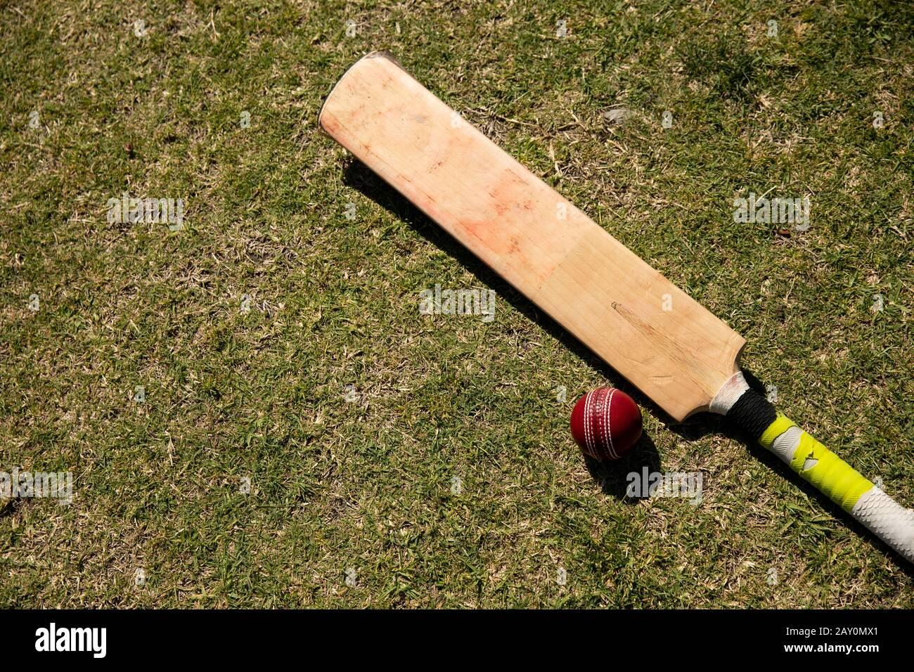 Ballon de cricket et croix Banque D'Images