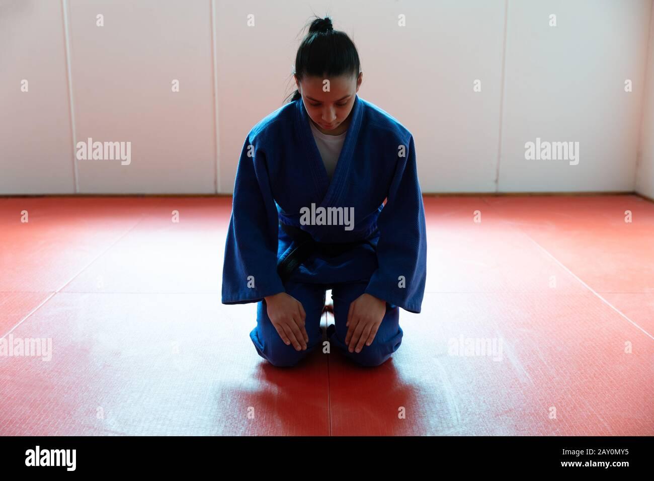 Salutation de judoka dans la salle de gym Banque D'Images