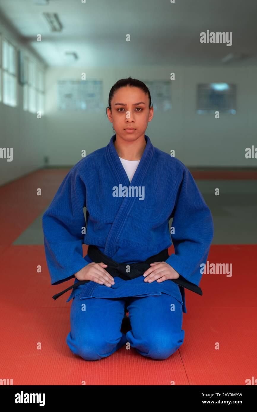 Judoka regardant l'appareil photo Banque D'Images