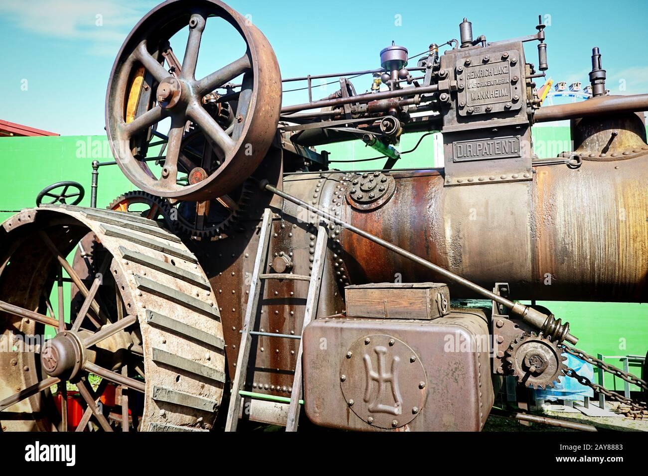Munich, ALLEMAGNE Lanz tracteur agricole d'époque exposé à l'Oide Wiesn partie historique de l'Oktoberfest à Munich, un environnement familial et convivial pour les enfants Banque D'Images