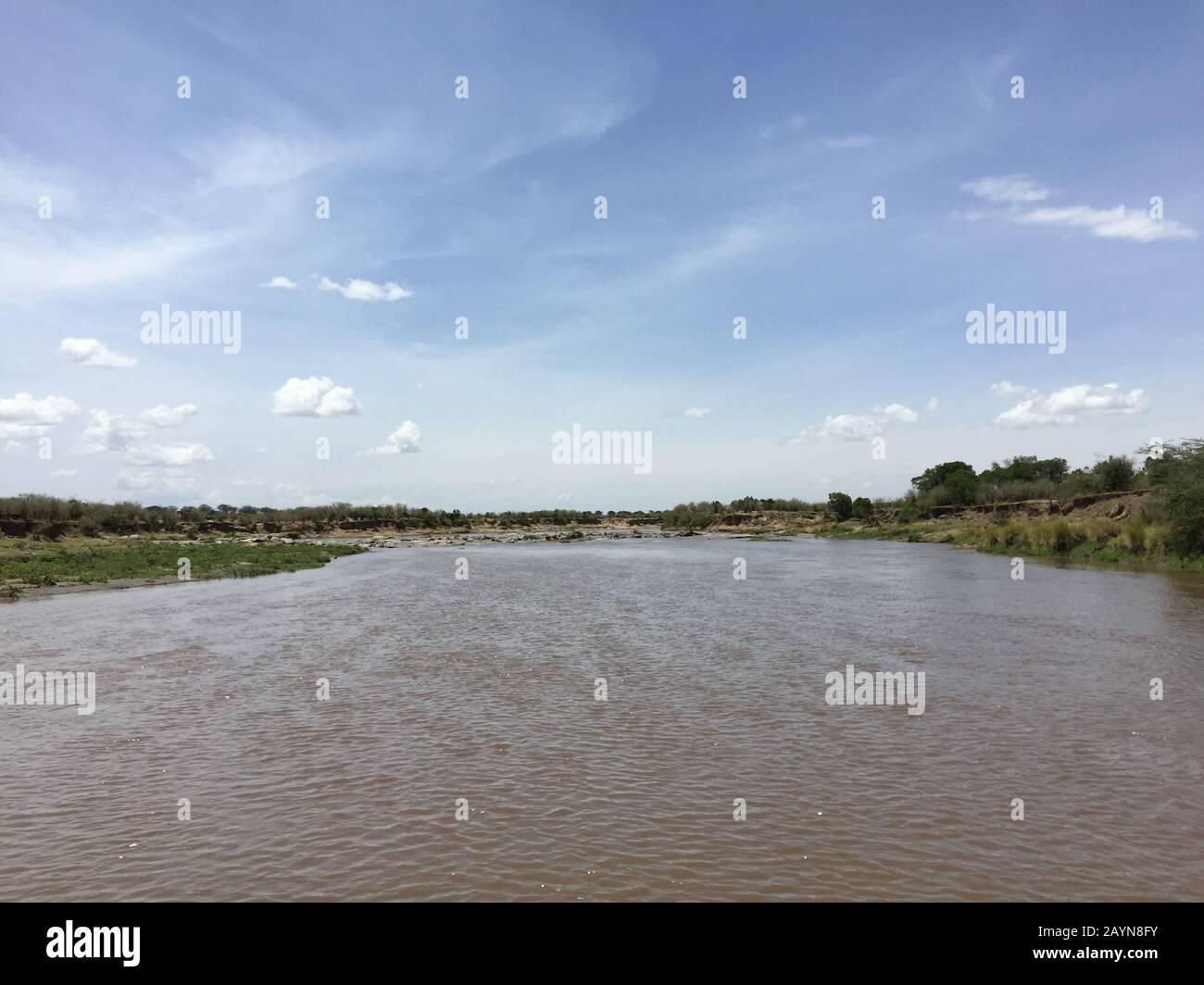 Paysage à grande vue sur le parc national de Mara River iin Serengeti, Tanzanie, Afrique Banque D'Images