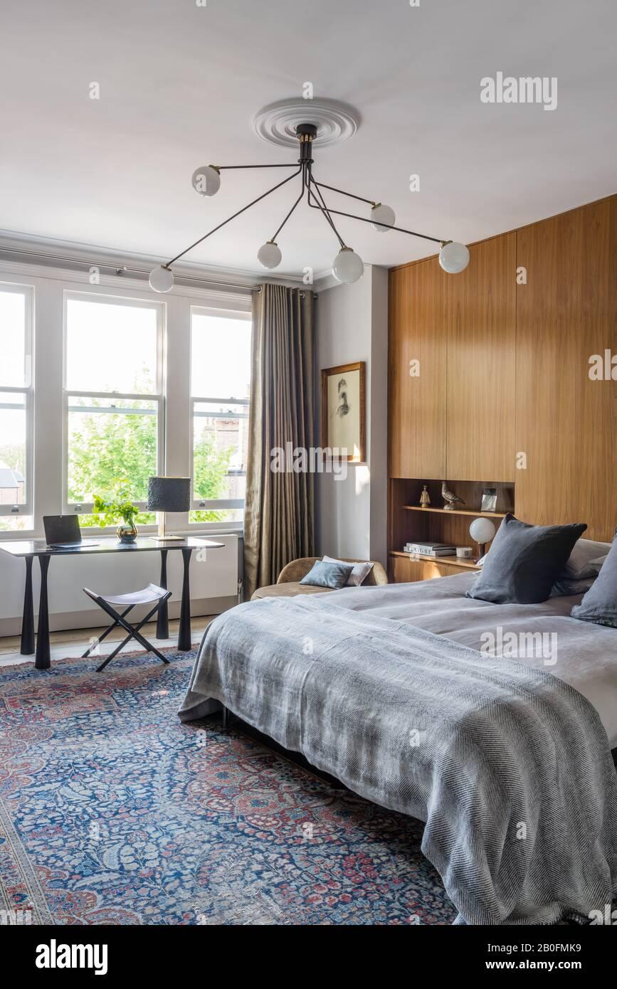 Chambre à coucher moderne avec lit double Banque D'Images