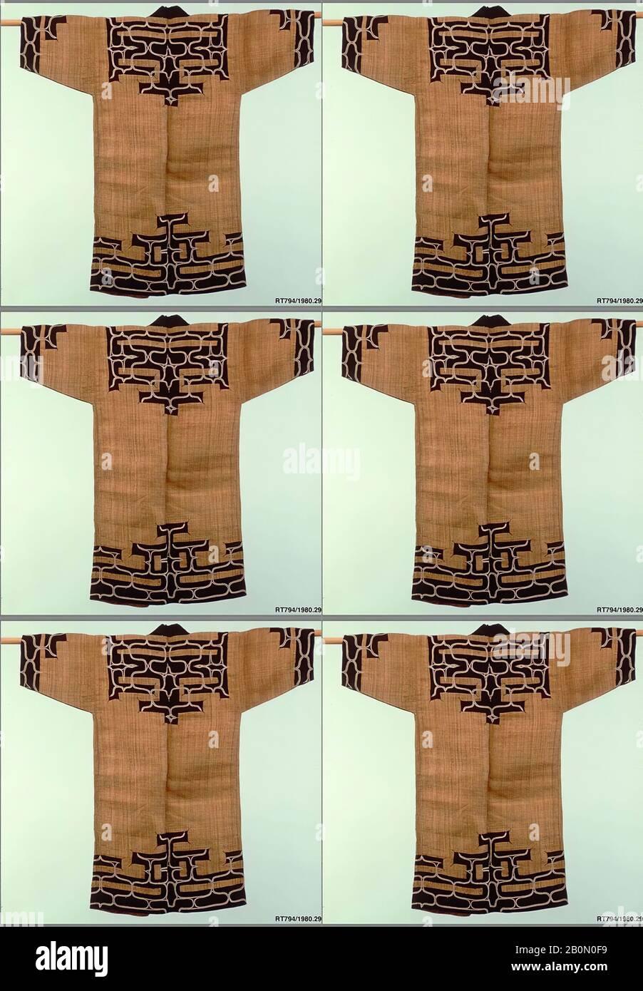 Ainu Robe, Japon, période Meiji (1868–1912), date du XIXe siècle, Japon, fibre d'écorce d'orme avec appliqué de tabby indigo-teint (atsushi), 48 x 25 po. (121,92 x 63,50 cm), textiles-costumes Banque D'Images