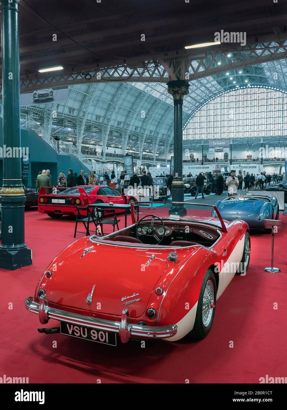 Austin Healey's en vente au London Classic car Show à Olympia London UK 20/02/2020 Banque D'Images