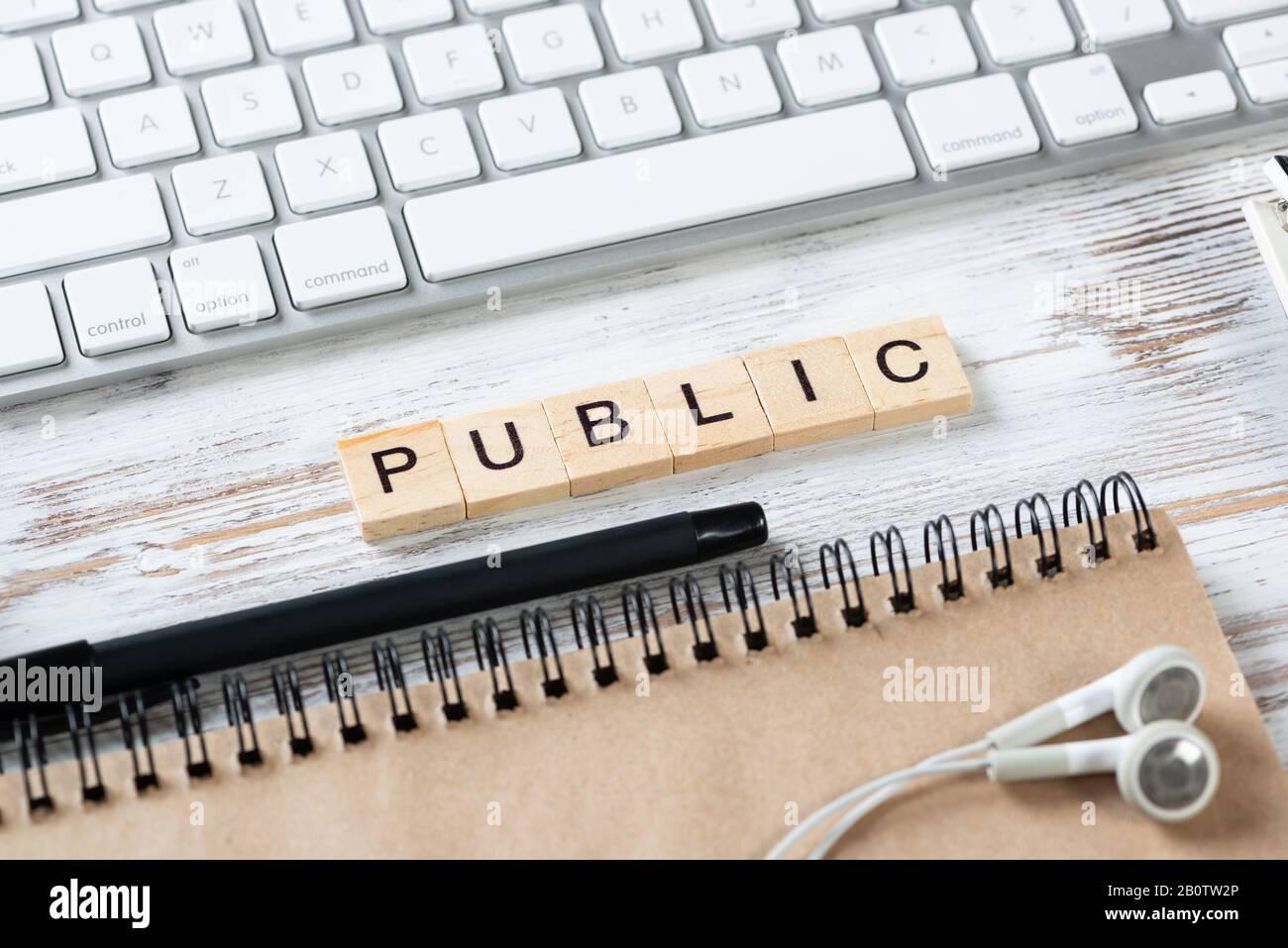 Concept de relations publiques avec des lettres sur des cubes Banque D'Images