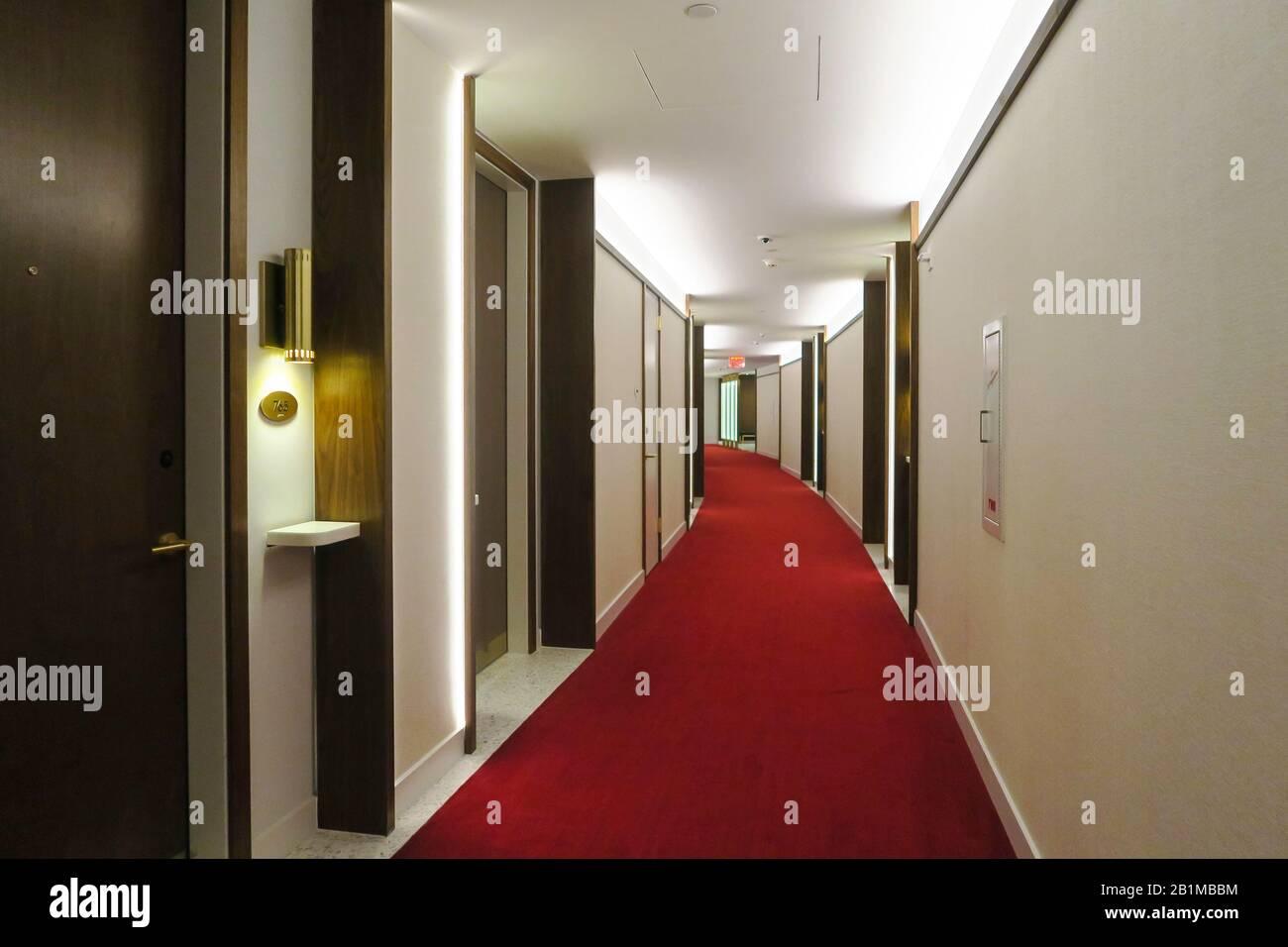 Couloir de moquette rouge à l'hôtel TWA, JFK, États-Unis Banque D'Images