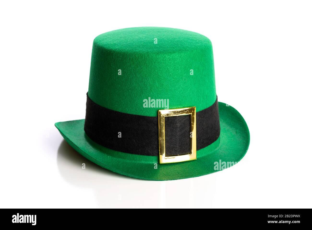 Chapeau de jour Saint Patricks sur fond blanc. Chapeau de leprechaun Banque D'Images