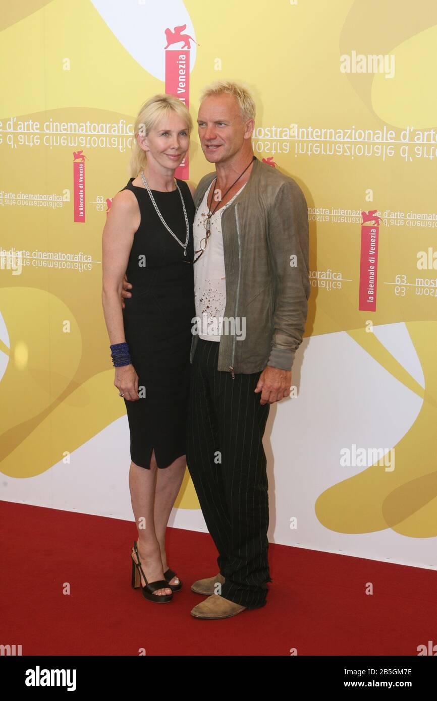 """Venise, 03/09/2006. 63ème Festival Du Film De Venise. Trudie Styler et Sting assister à la photocall pour le film """"UN guide pour Reconnaître vos Saints"""" directe Banque D'Images"""
