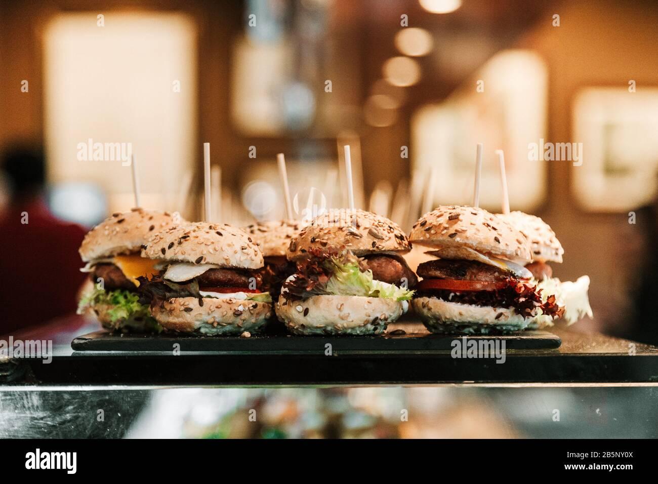 Photos du stock de mini hamburgers Banque D'Images