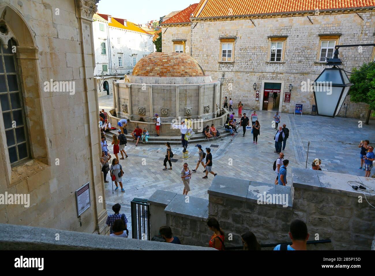 La Grande fontaine Onofrio ou la grande fontaine d'Onofrio à l'intérieur des murs de la vieille ville, Dubrovnik, Croatie Banque D'Images
