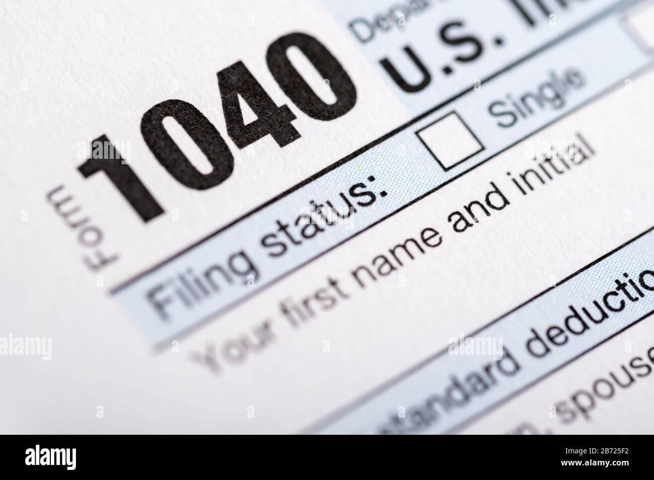 Une pile de formulaires d'impôt des États-Unis pour les particuliers. Banque D'Images