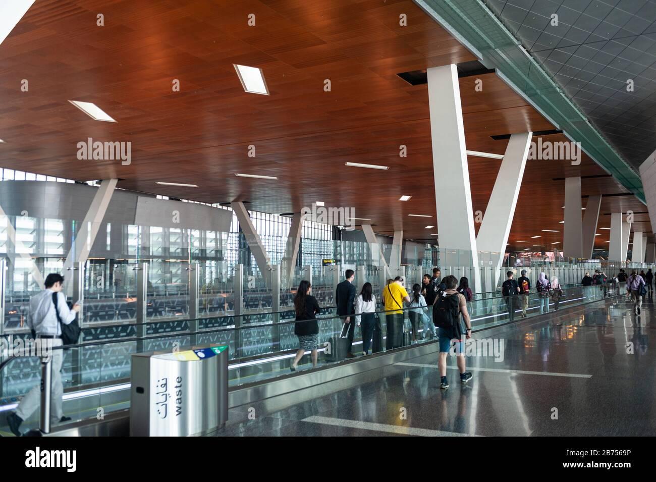 05.06.2019, Doha, Qatar - passagers à l'aéroport international de Hamad. [traduction automatique] Banque D'Images