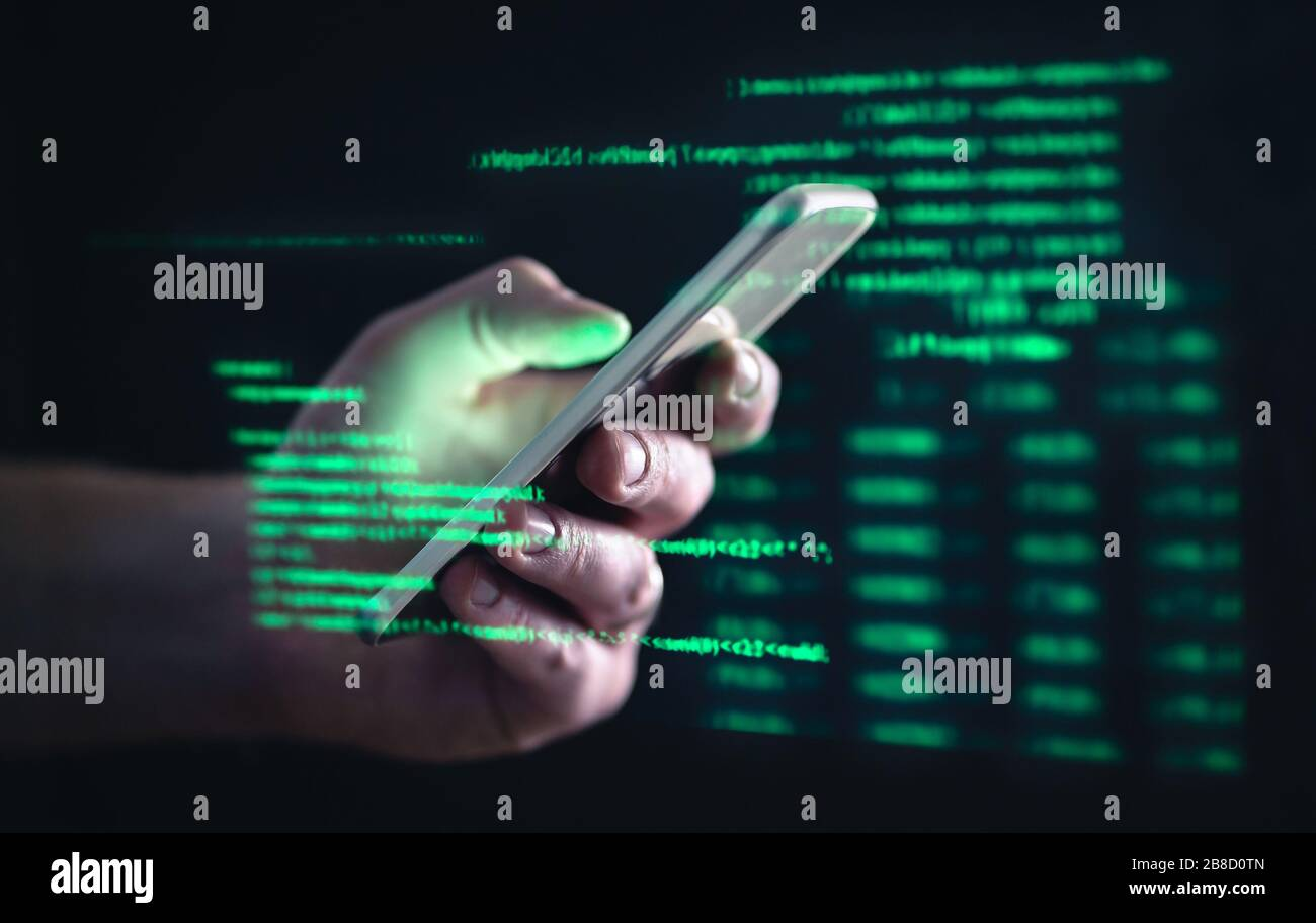 Darkweb, darknet et le concept de piratage. Pirate avec téléphone portable. Homme utilisant le Web sombre avec smartphone. Fraude par téléphone portable, escroquerie en ligne et cyber-sécurité. Banque D'Images