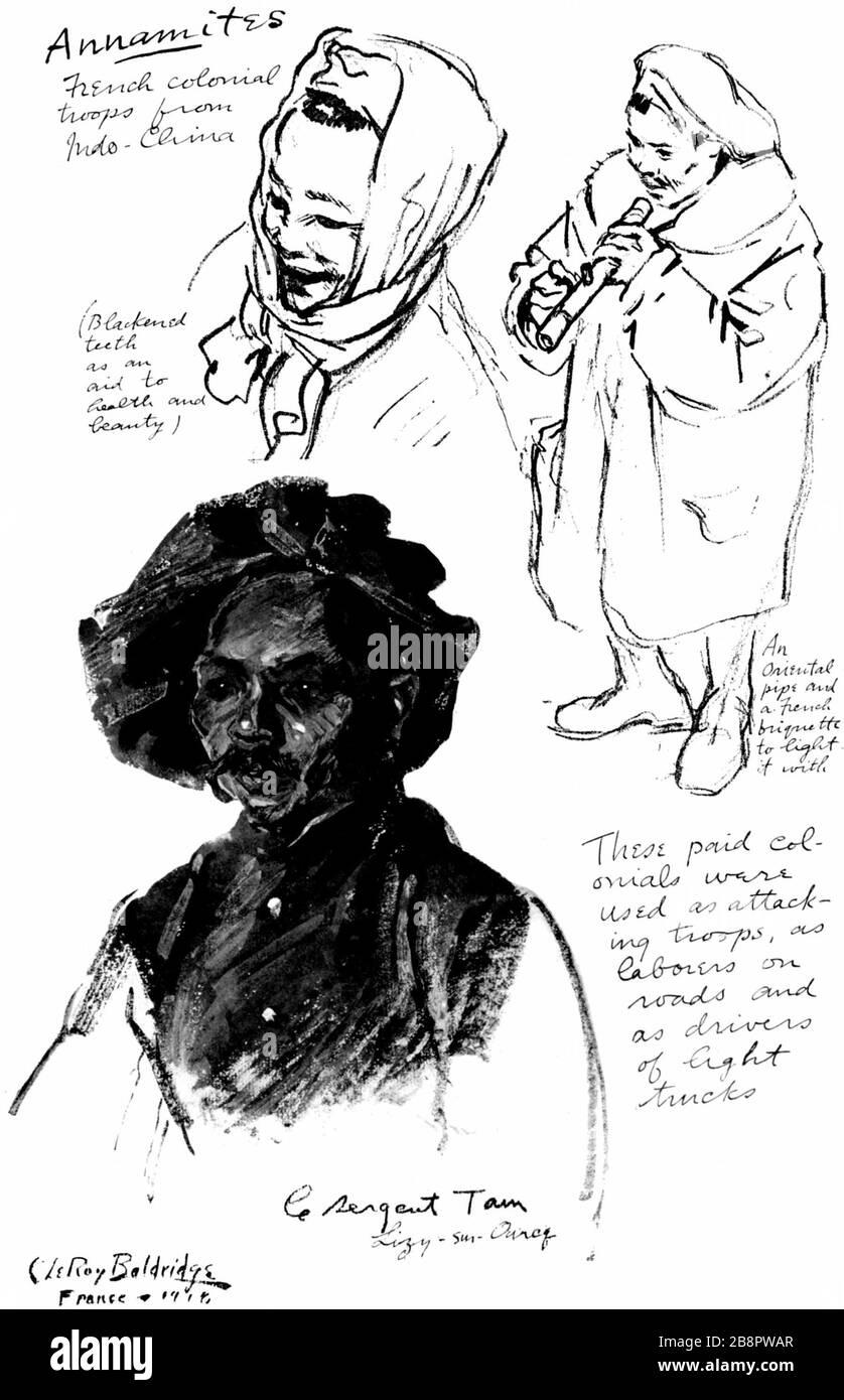 'English: Annamites-troupes coloniales françaises d'Indochine. Ces colons ont été utilisés comme troupes d'attaque, comme ouvriers sur les routes et que les conducteurs de camions. (Les dents noircies sont une aide à la santé et la beauté) un tuyau et d'une briquette français de l'allumer avec le Sergent Tam Lizy-sur-Ouneq(?); 1919; Image traitée par Distribued correcteurs dans le cadre de la procédure de création d'e-livre pour le Projet Gutenberg titre J'étais là; Baldridge, Cryus Leroy (1889-1977); ' Banque D'Images