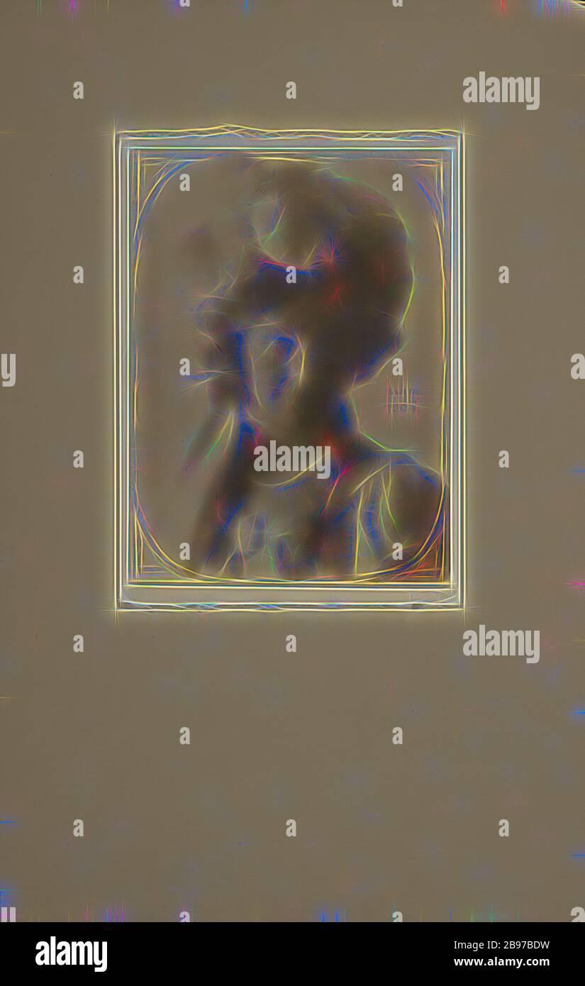 Portrait d'une femme en costume, Clarence H. White (américain, 1871 - 1925), 1904, imprimé platine, 23,8 × 17,8 cm (9 3/8 × 7 in.), repensé par Gibon, design de glanissement chaleureux et joyeux de la luminosité et des rayons de lumière radiance. L'art classique réinventé avec une touche moderne. La photographie inspirée du futurisme, qui embrasse l'énergie dynamique de la technologie moderne, du mouvement, de la vitesse et révolutionne la culture. Banque D'Images