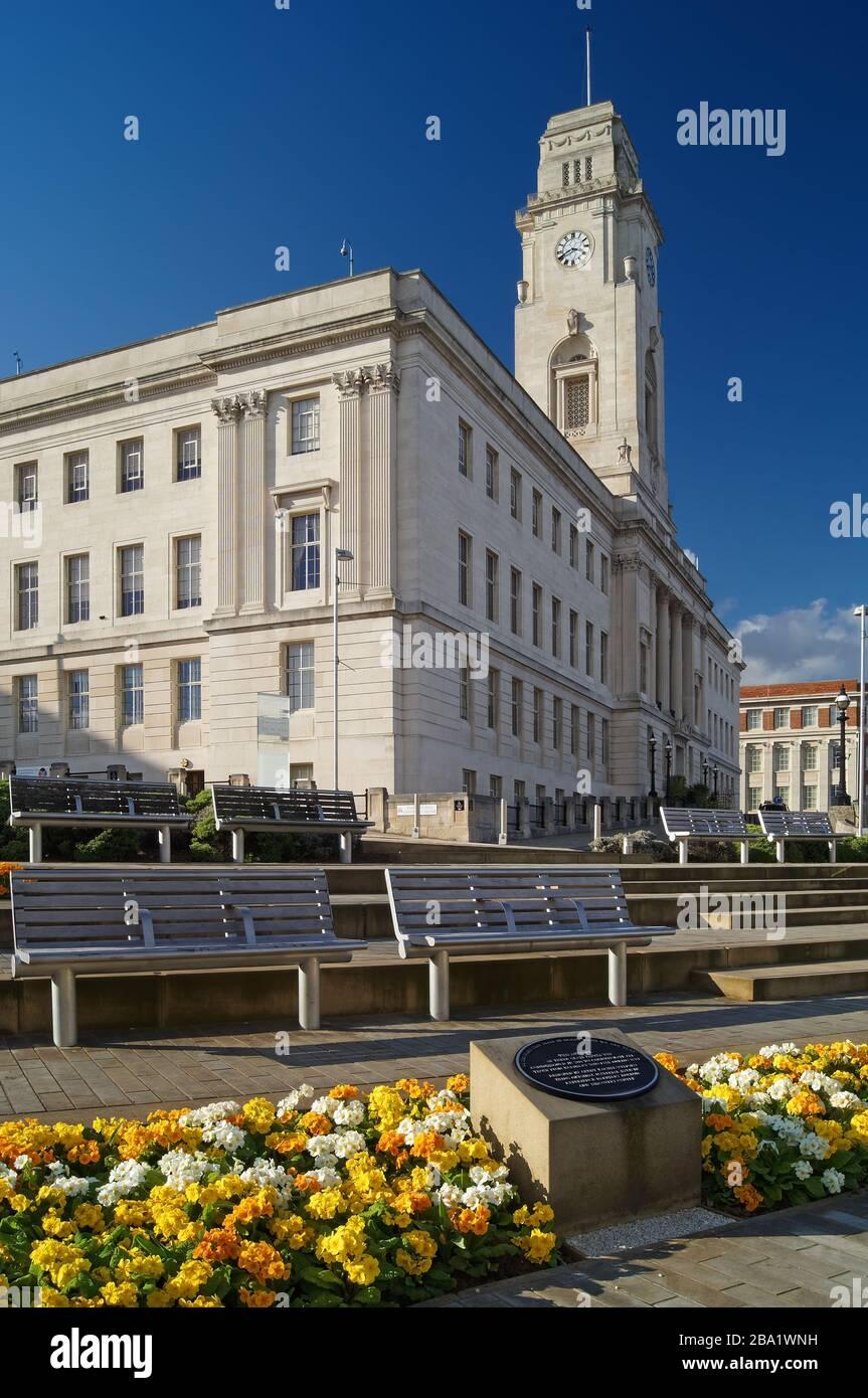 Royaume-Uni, Yorkshire du Sud, Barnsley, Town Hall et Centenary Square Banque D'Images
