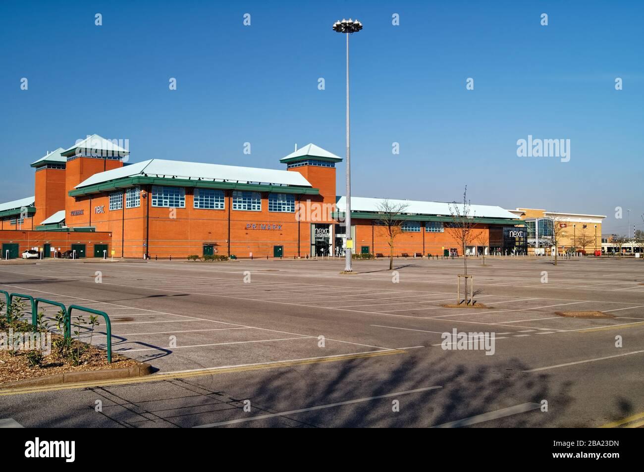 Royaume-Uni, Yorkshire du Sud, Sheffield, Meadowhall Shopping Center avec parking vide pendant 2020 Covid 19 Lock Down Banque D'Images