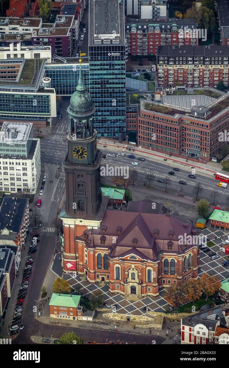L'église principale protestante de Saint-Michaelis, appelée Michel, est la plus célèbre église de Hambourg, 30.10.2013, vue aérienne, Allemagne, Hambourg Banque D'Images