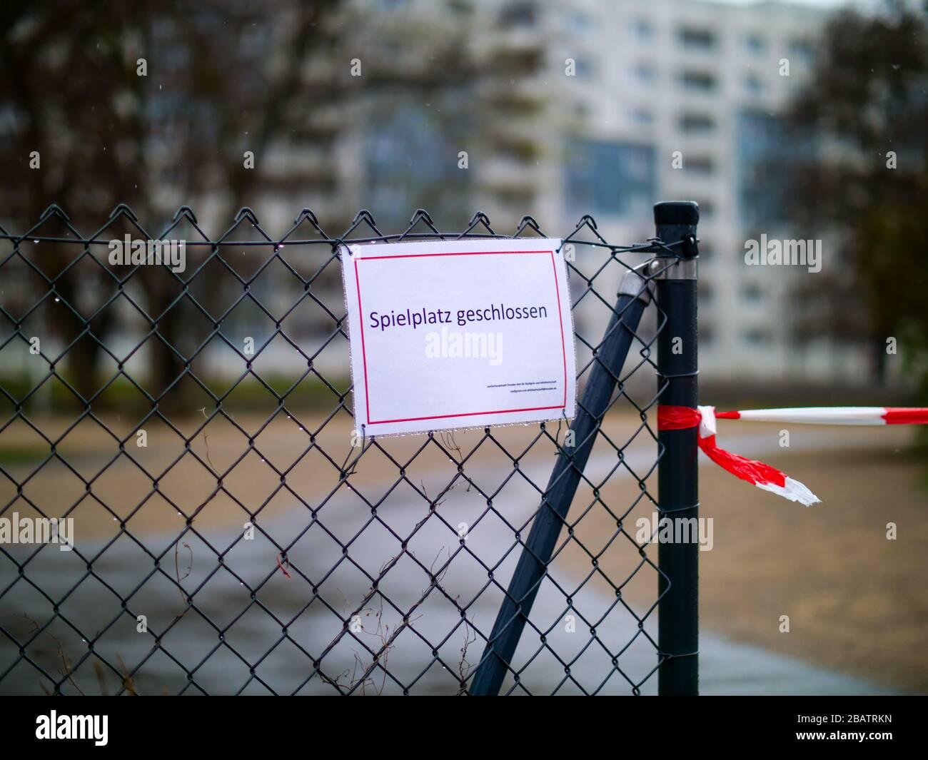Spielplatz geschlossen wegen coronavirus Lockdown Ausgangssperre Banque D'Images