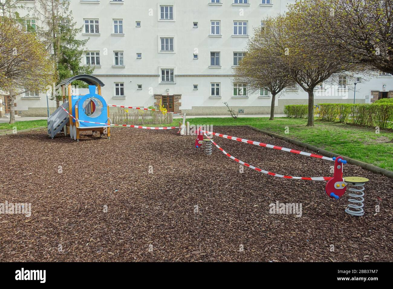 Wien, Maßnahmen gegen die Ausbreitung des Coronavirus, gesperrter Spielplatz - Vienne, action contre la propagation du virus Corona, aire de jeux fermée Banque D'Images