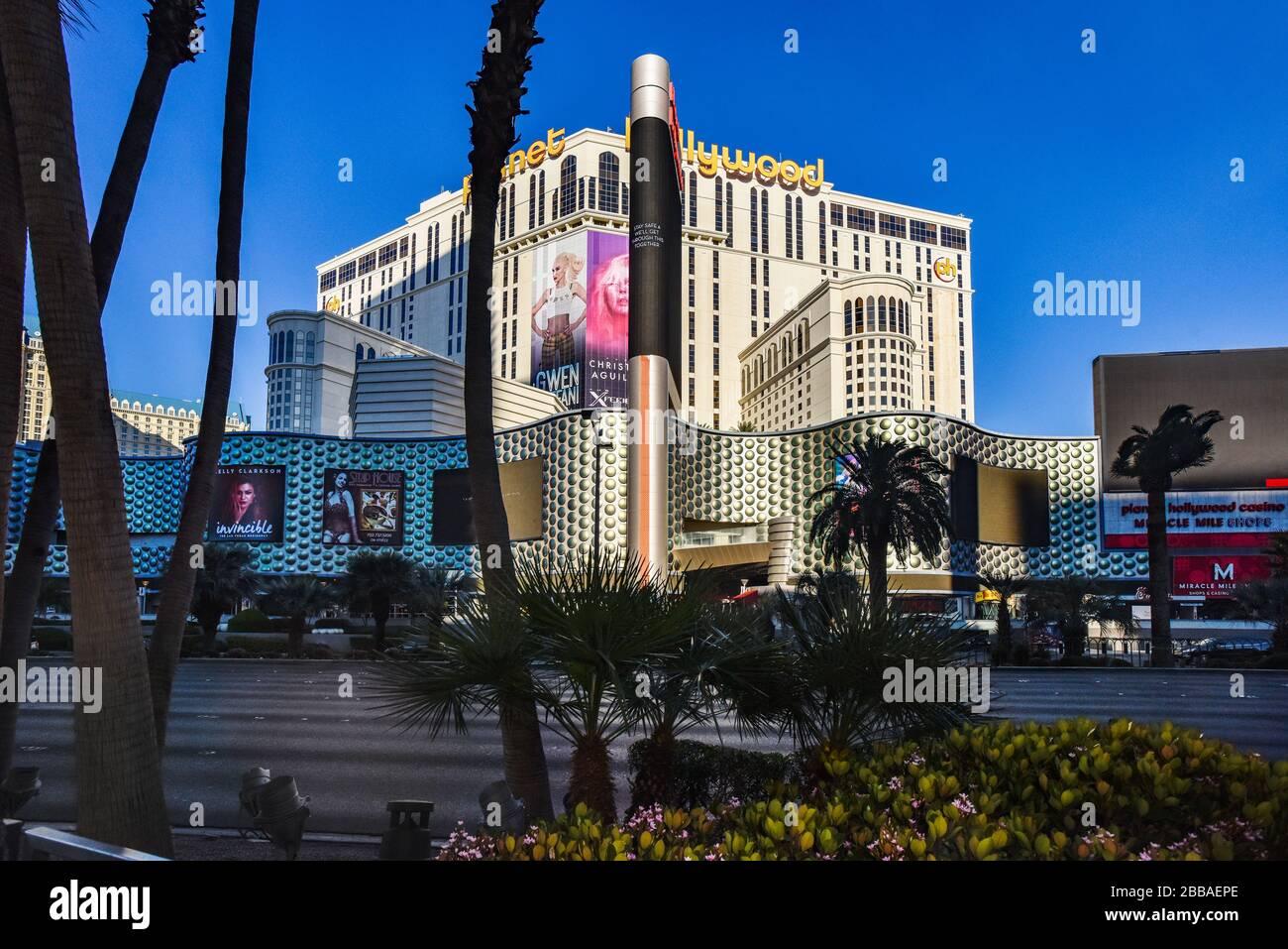 Une semaine dans la fermeture de Las Vegas en raison de Coronavirus, le Strip est assez vide. Pas de gens dans la rue et tout est fermé. Banque D'Images