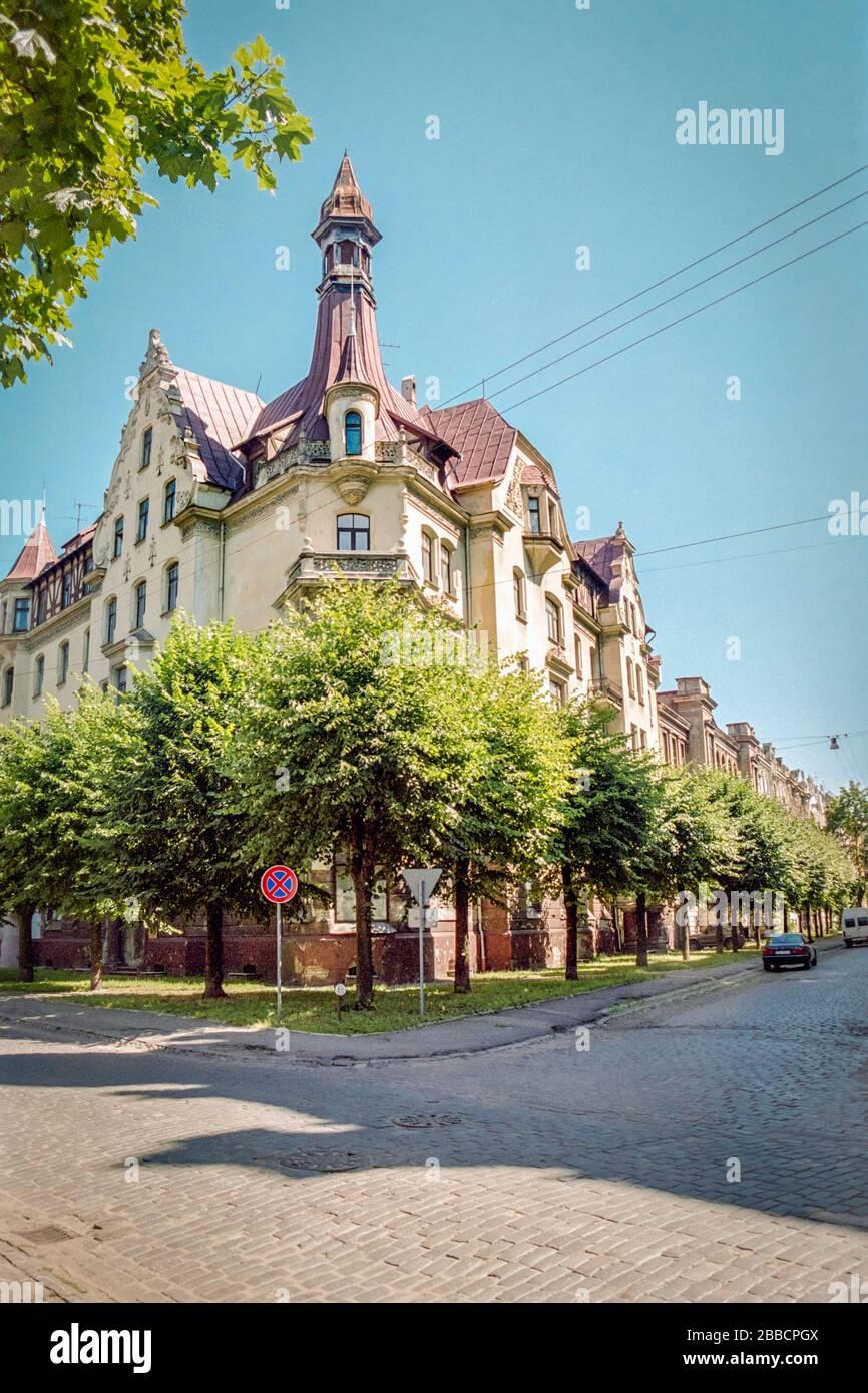 Façade d'un immeuble d'appartements Art nouveau situé à l'angle des rues Alberta et Strelnieku à Riga, la capitale de la Lettonie Banque D'Images