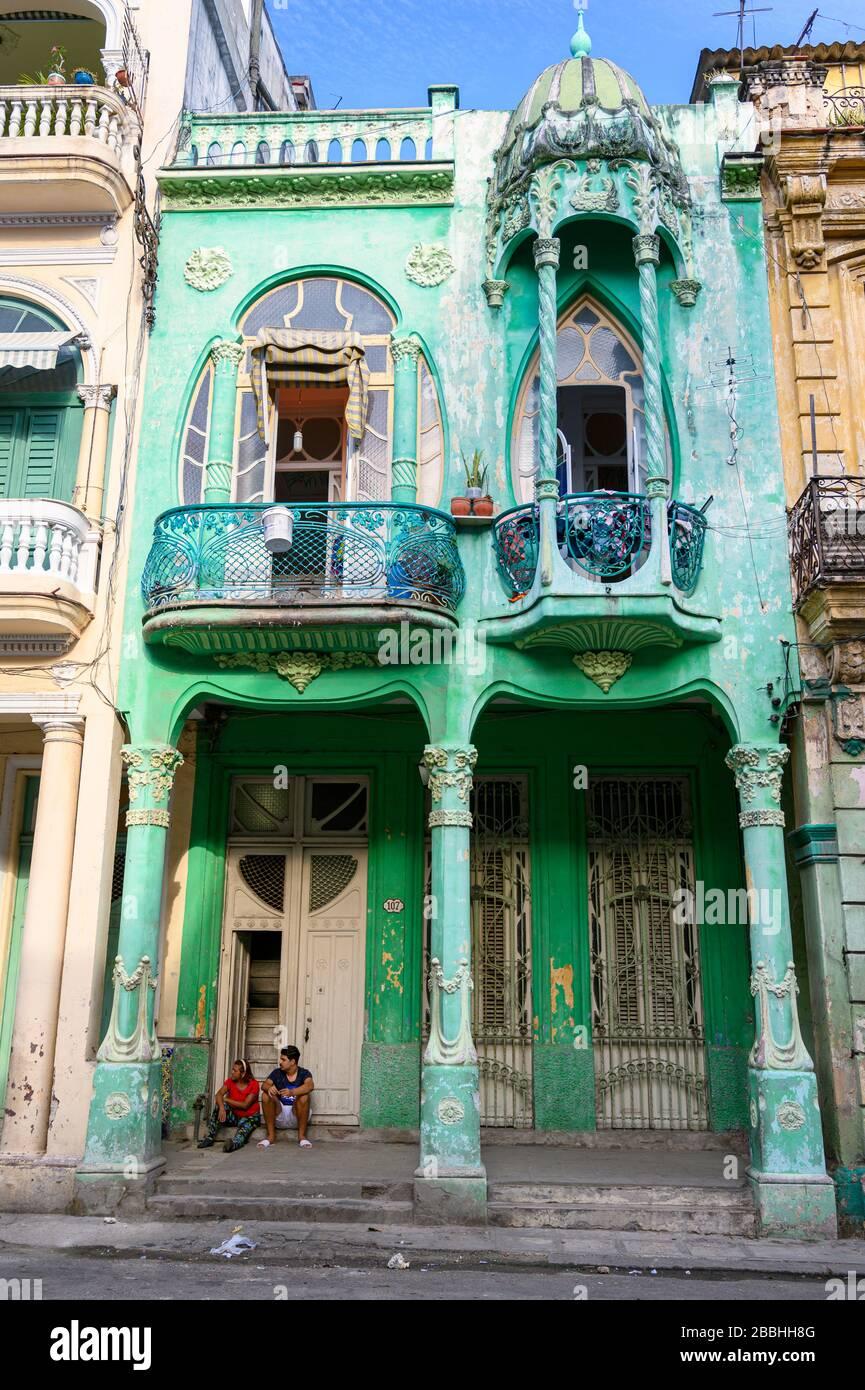 Maison Art nouveau sur la rue Cardenas, la Havane Vieja, Cuba Banque D'Images