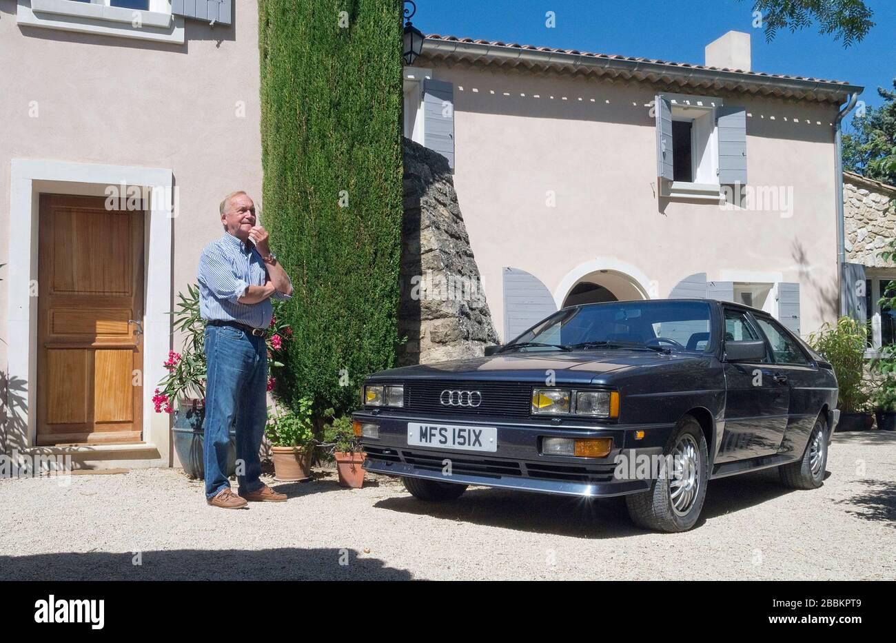 Martin Smith, créateur de voitures Audi Quattro, avec la voiture Audi Quattro coupé de 1982 chez lui en Provence France Banque D'Images