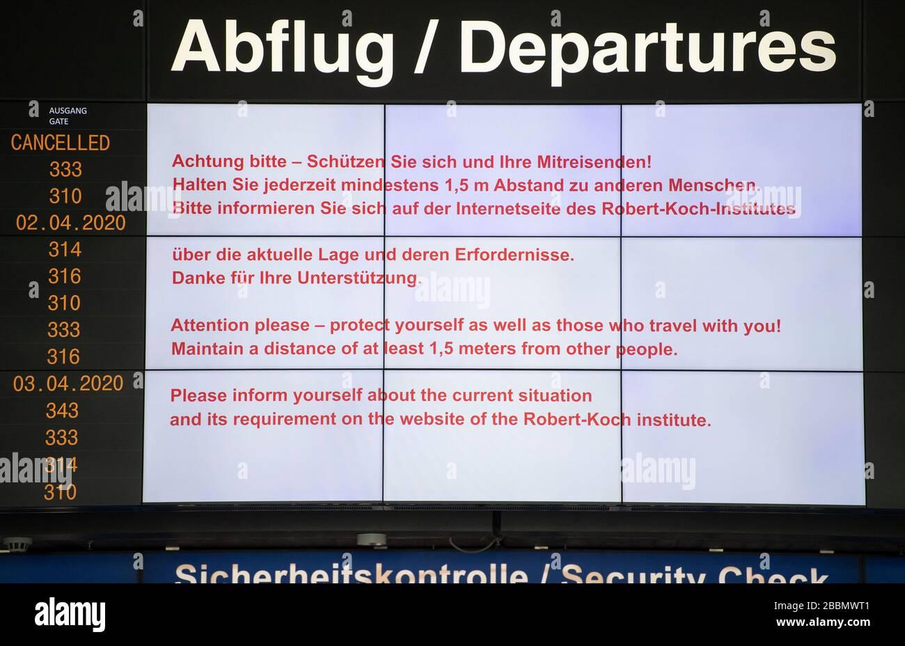 Stuttgart, Allemagne. 01 avril 2020. La carte d'affichage du terminal 1 de l'aéroport affiche des signes d'avertissement du coronavirus. En raison des restrictions imposées en raison de la pandémie de corona, il n'y a actuellement pratiquement aucun trafic public à l'aéroport. L'aéroport de Stuttgart présente ses chiffres pour 2019 lors d'une conférence de presse en ligne. Crédit: Marijan Murat/dpa/Alay Live News Banque D'Images