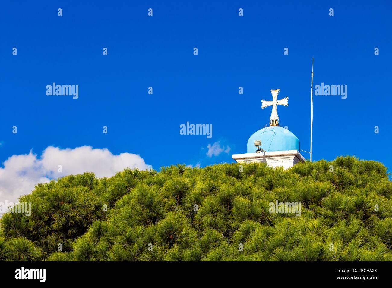 Église orthodoxe du Monastère de Saint-Nicolas dans le lac Vistonida, Porto Lagos, unité régionale Xanthi, Grèce, clocher vue partielle contre le ciel Banque D'Images
