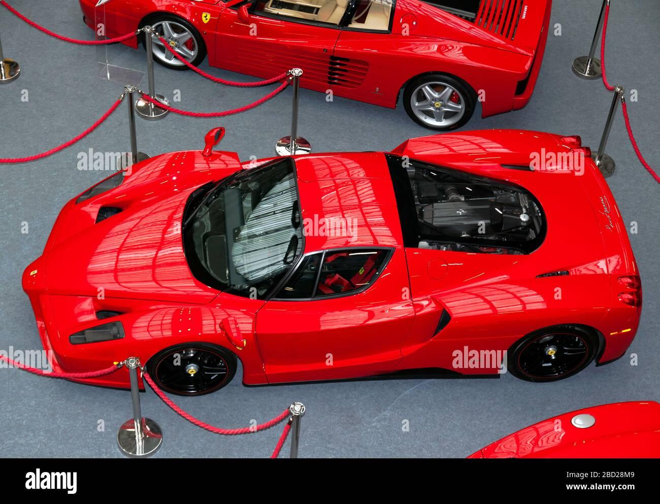 Vue aérienne d'un Red, 2004, Ferrari Enzo, à l'exposition au salon de voiture classique de Londres 2020 Banque D'Images