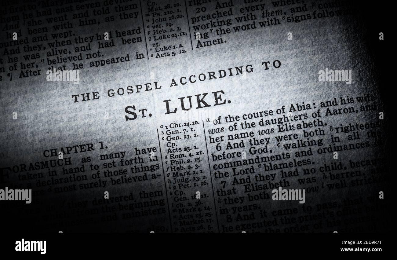 Le début de l'évangile de Luc dans la version du roi James de la Bible Banque D'Images