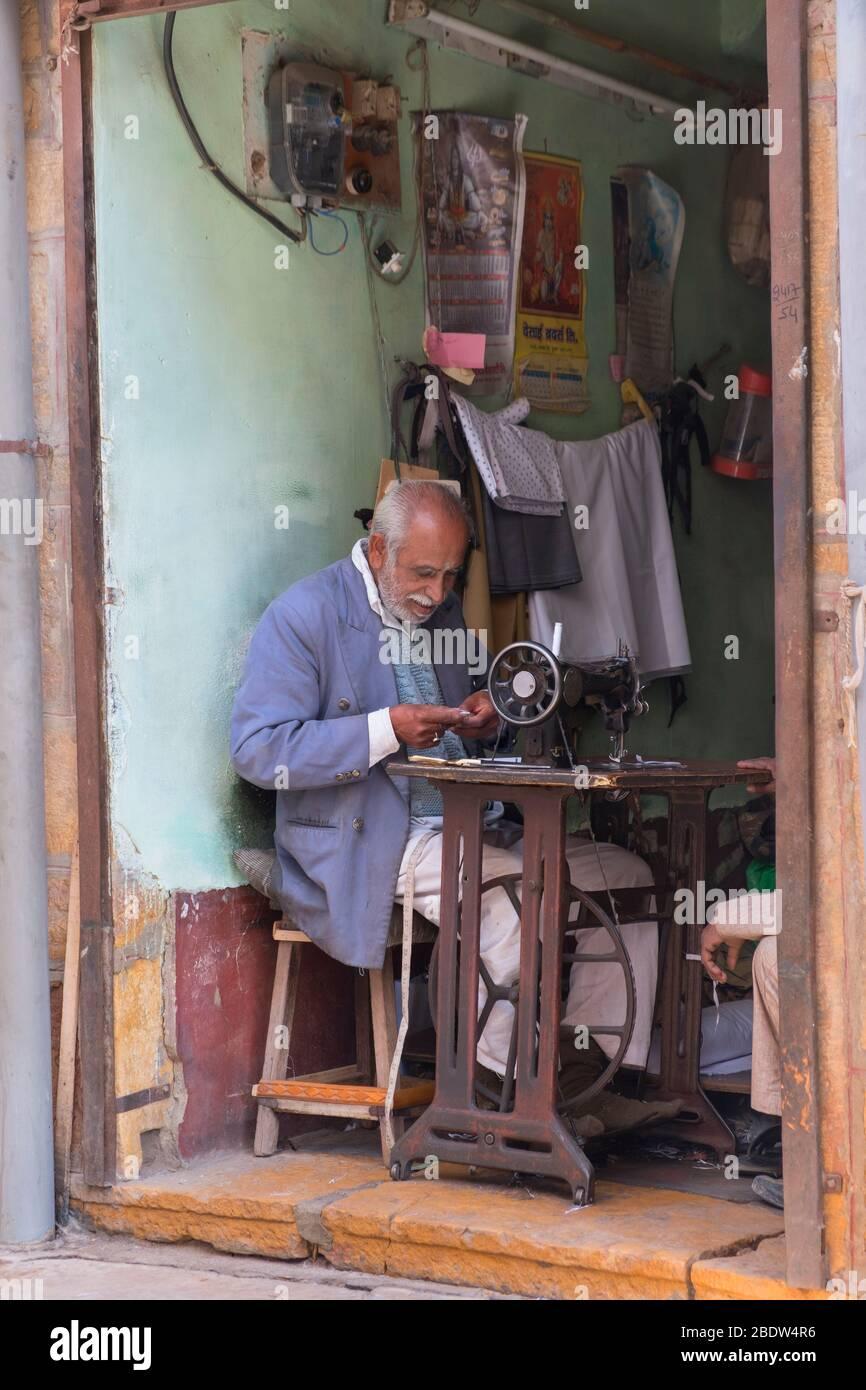 Tailleur au travail Jaisalmer Rajasthan Inde Banque D'Images