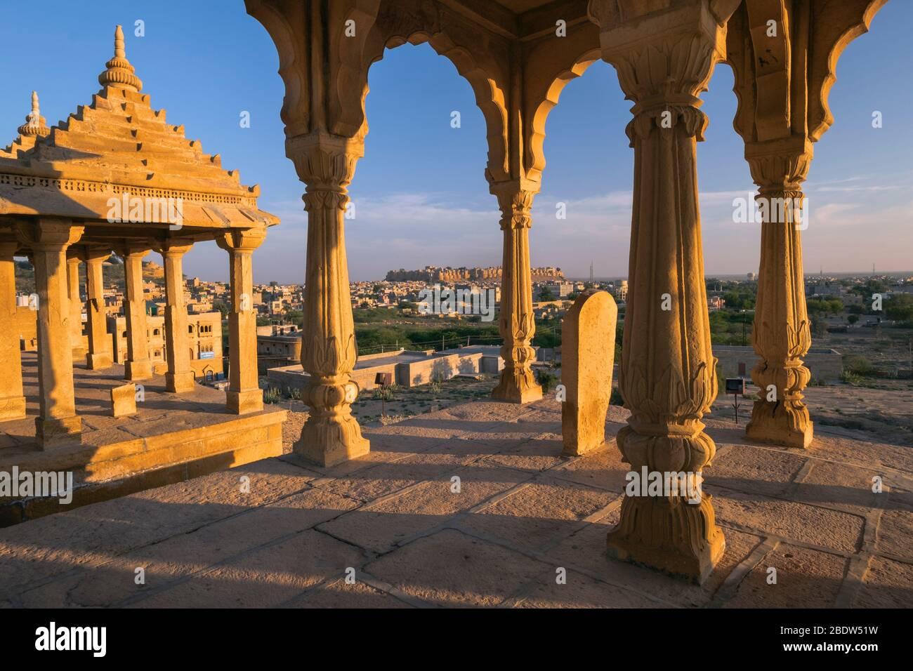 Vue sur le fort Jaisalmer de Vyas Chhatri cenographiques Sunset point Rajasthan Inde Banque D'Images