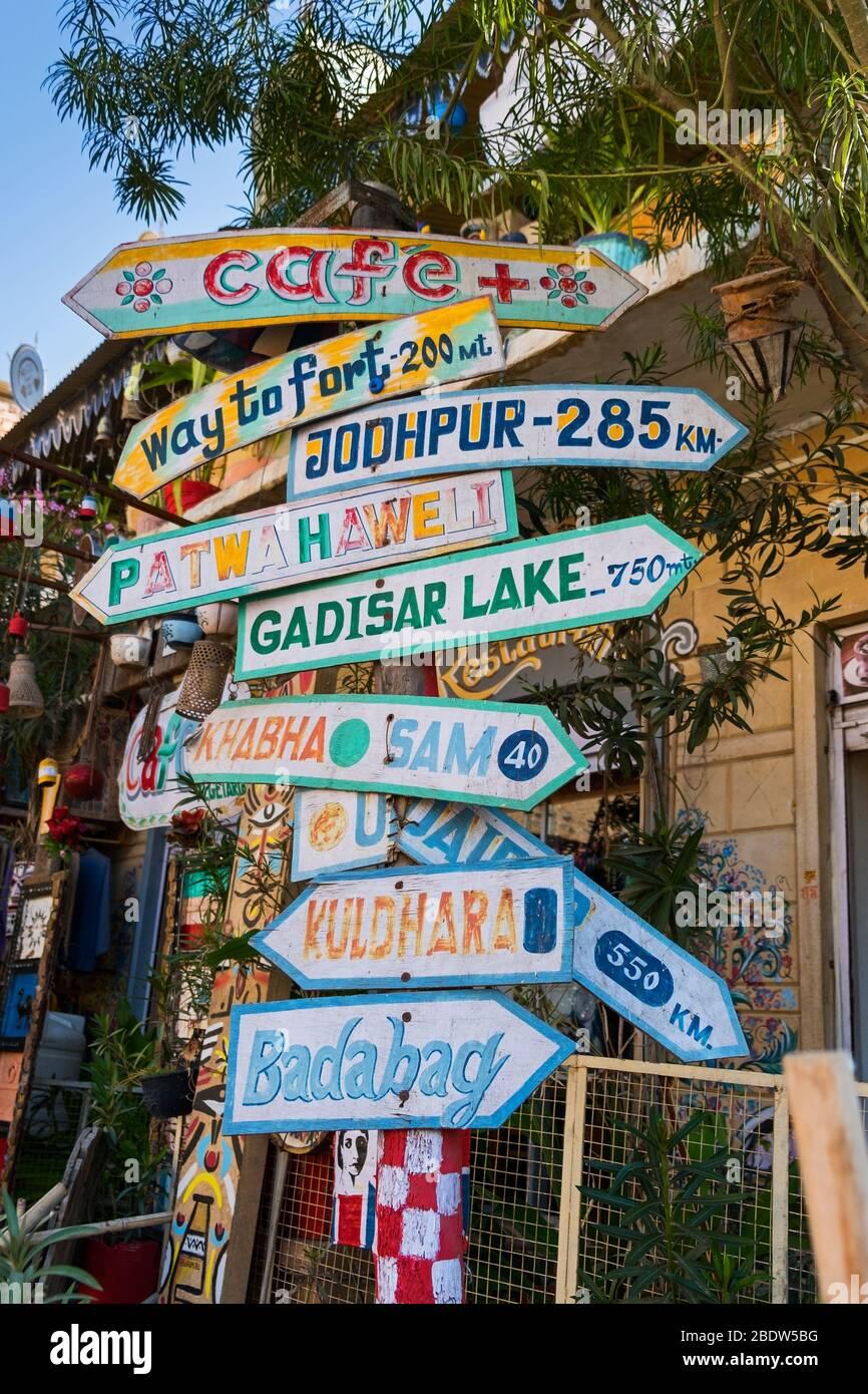 Panneau de signalisation près de Jaisalmer fort Rajasthan Inde Banque D'Images