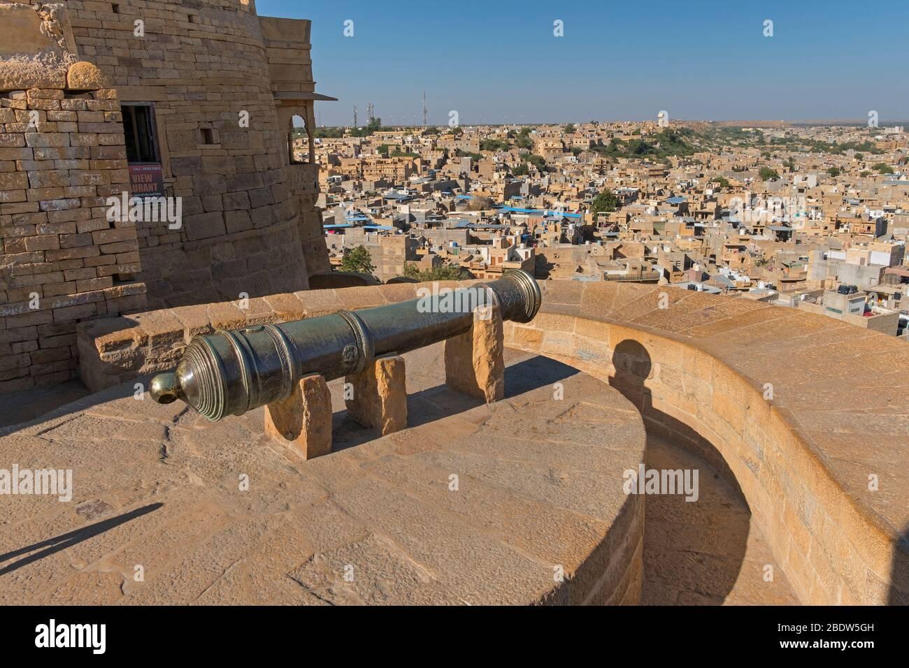 Cannon point vue sur la ville Jaisalmer fort Rajasthan Inde Banque D'Images