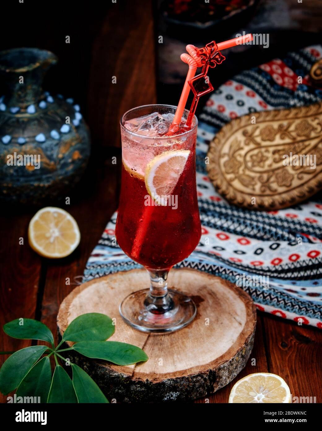limonade aux fraises avec tranche de citron Banque D'Images