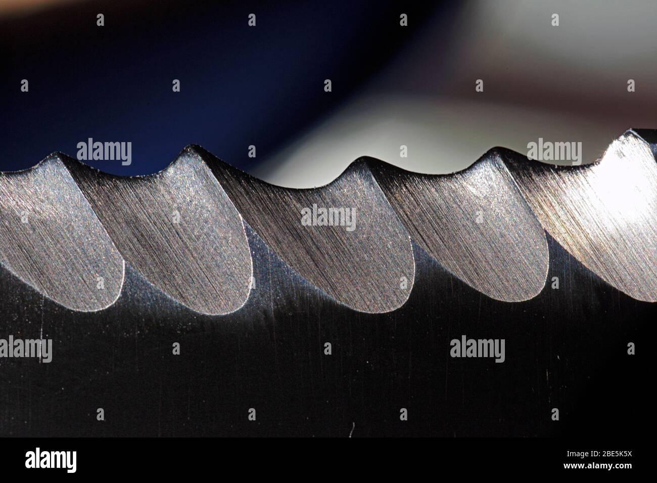 Gros plan d'un bord de lame dentelé Banque D'Images