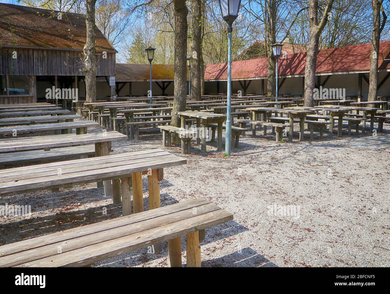 Bavaria, Allemagne, effet corona virus: Beau printemps et vide café de bière fermé pour le virus Corona, vue inhabituelle mais la nouvelle norme maintenant Banque D'Images